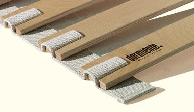 Roll-up slats and mattress underlay by dormiente.