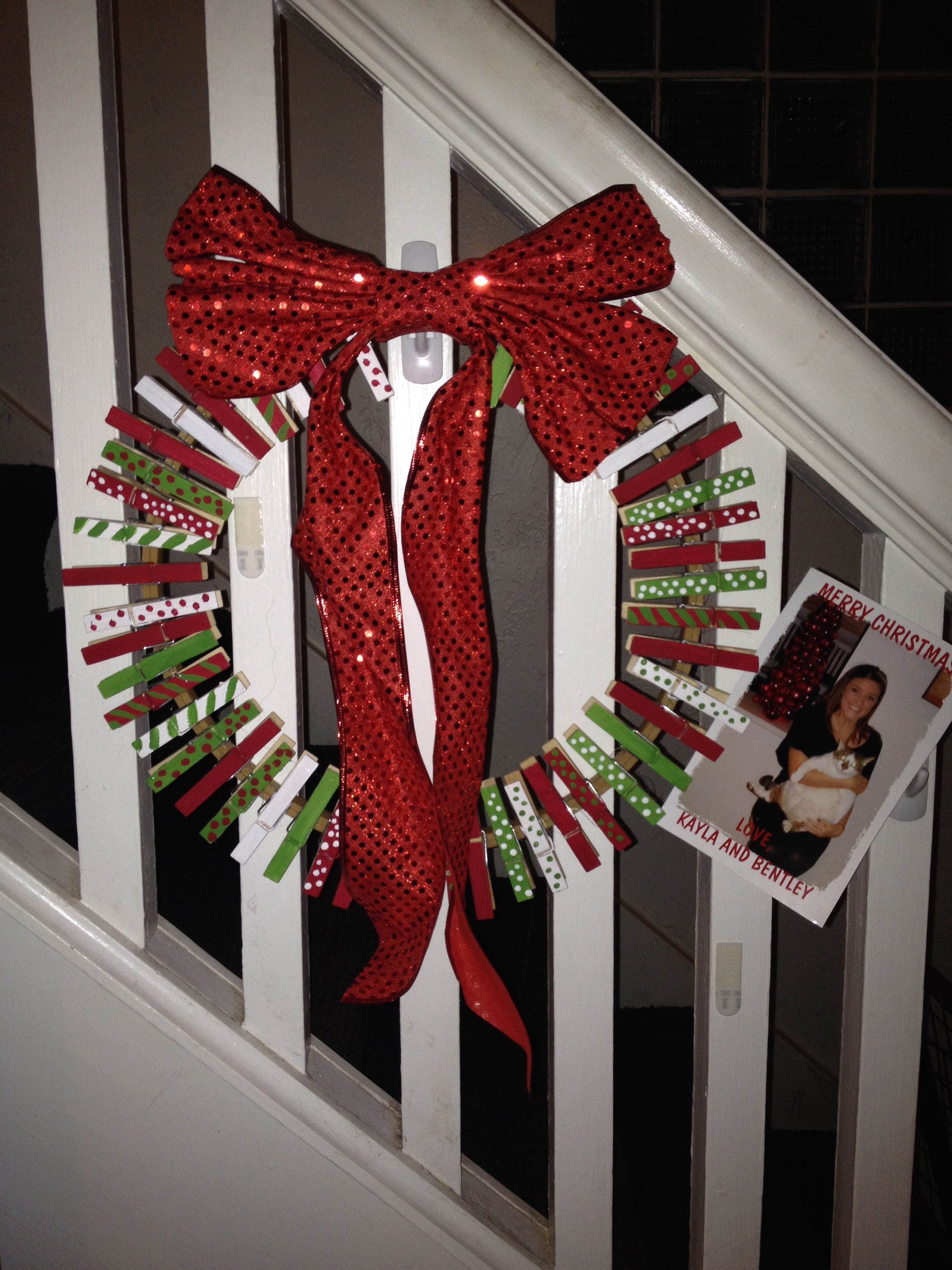 Christmas card holder wreath | décorations noel | Pinterest ...