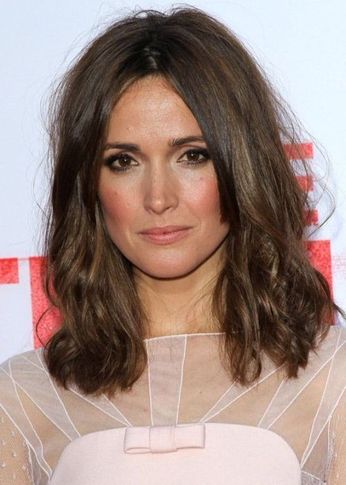 Rose Byrne Medium Hairstyle: Mussed up with middle parting ...