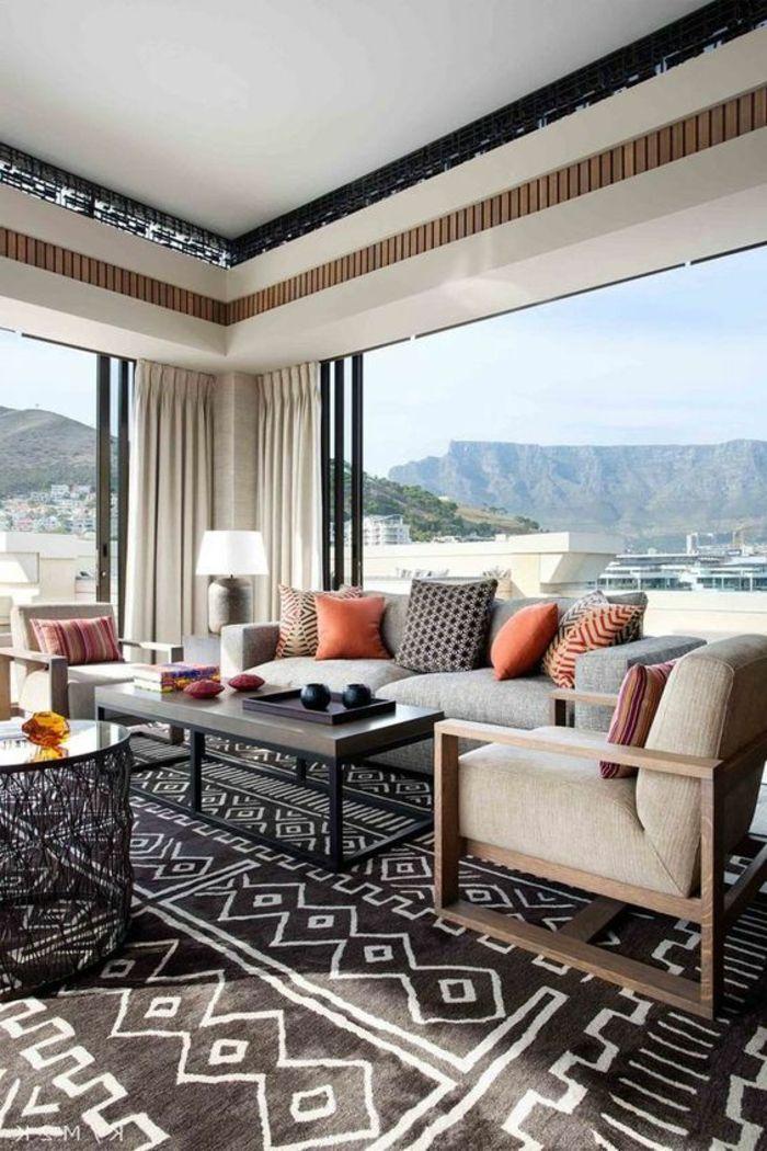 orientalische elemente im gro en zimmer teppich in schwarz und wei sofa sessel kissen deko. Black Bedroom Furniture Sets. Home Design Ideas