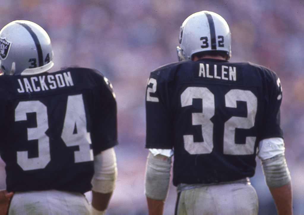 Bo Jackson And Marcus Allen Of The Los Angeles Raiders Circa 1987 At Bo Jackson Marcus Allen Oakland Raiders Football