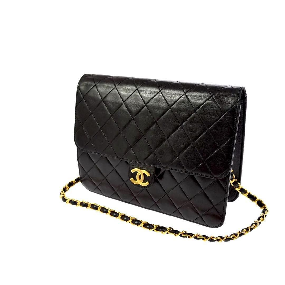 Chanel Vintage Quilted Shoulder Bag Measures 8 X 6 X 3 With A 13 Strap Drop Small Tear To Interior Pocke Shoulder Bag Quilted Shoulder Bags Vintage Chanel