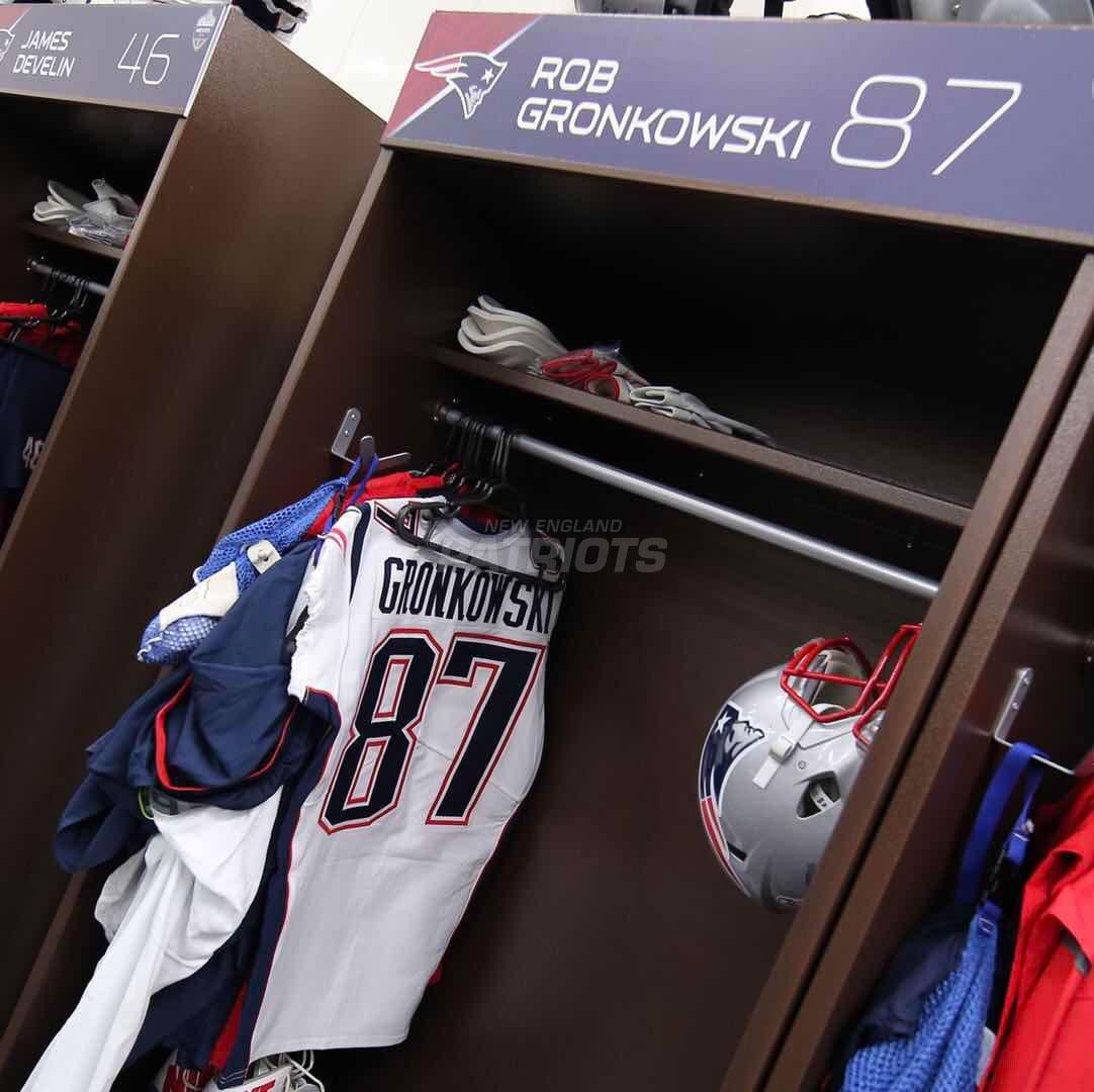 Pregame Inside The Patriots Locker Room And Player Arrivals 11 19 Locker Room Lockers Pregame
