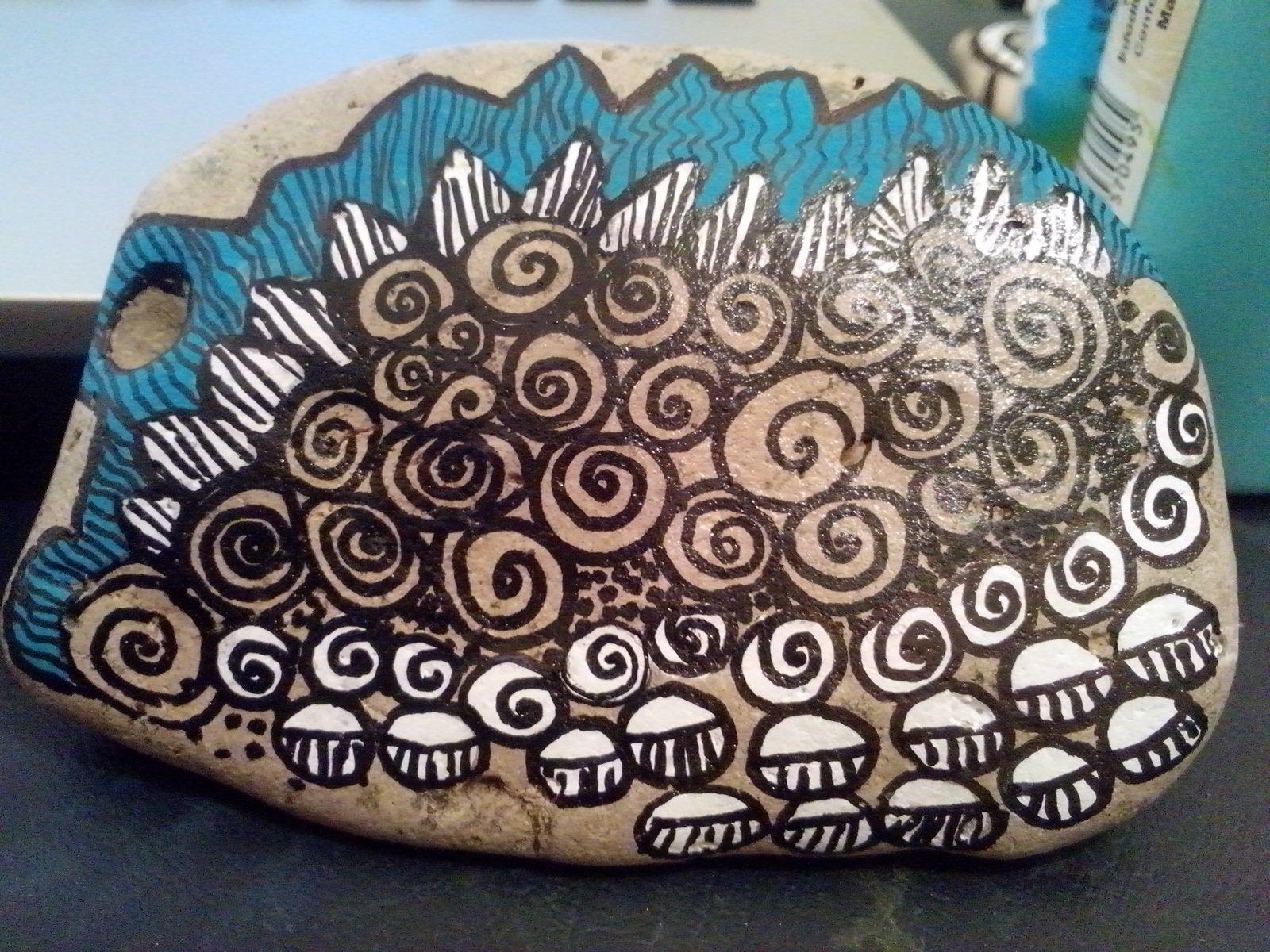 Piedra de Mar del Sud, Provincia de Buenos Aires, pintada a mano.