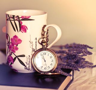 http://4.bp.blogspot.com/-iKoJJr94PjU/USK85Int6aI/AAAAAAAAQeE/6qzNwjpWjwA/s320/beautiful-cup-clock-vintage-photography-pocket-watch-pretty-Favim.com-364117.jpg