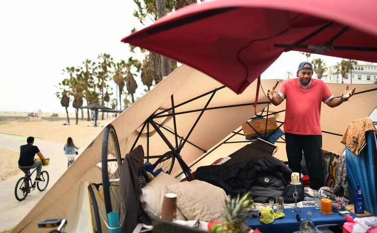 Rise In Homeless Numbers Prompts Outrage And Alarm Across Los Angeles County Los Angeles Times Los Angeles Homeless People Los Angeles County