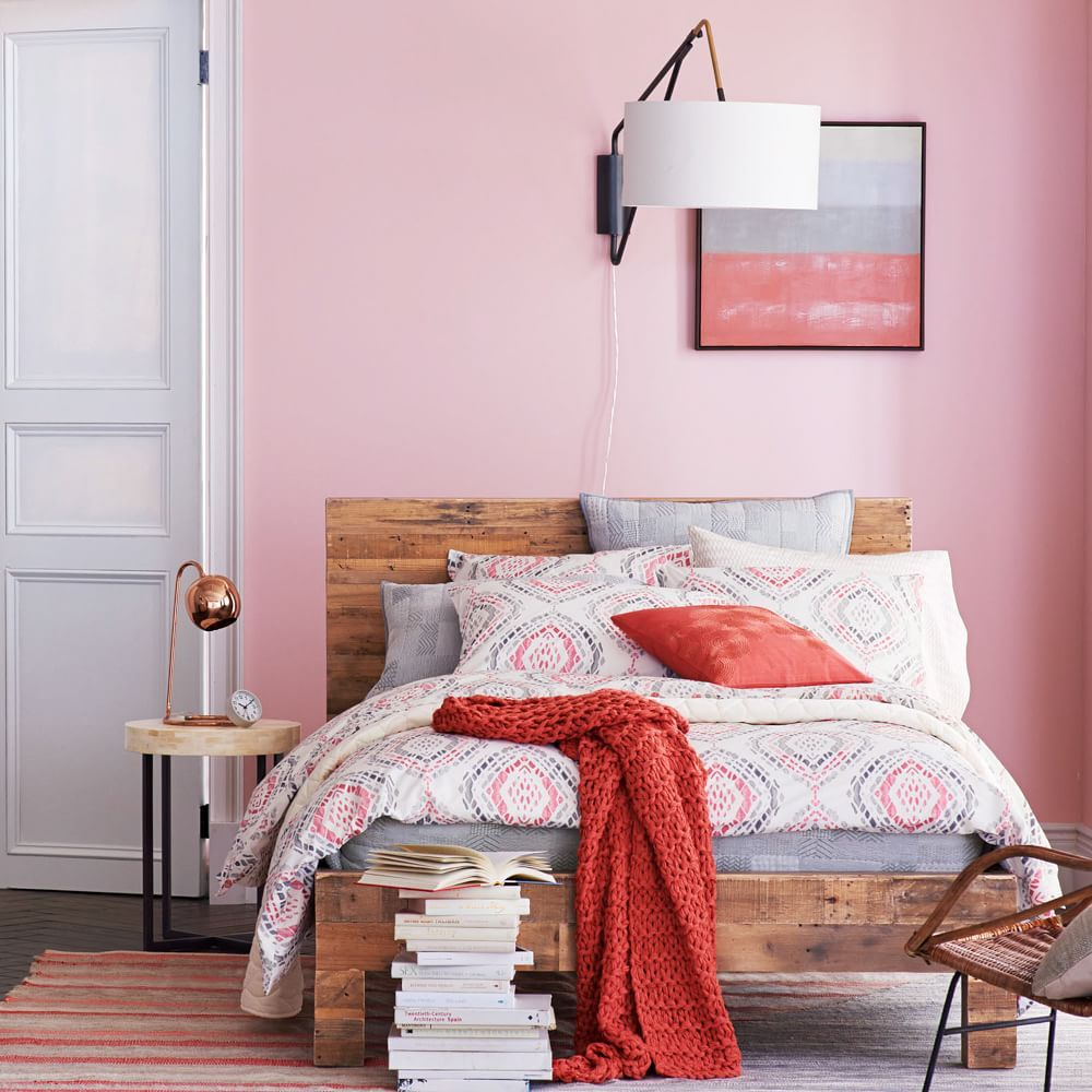 Pretty pink walls with wood