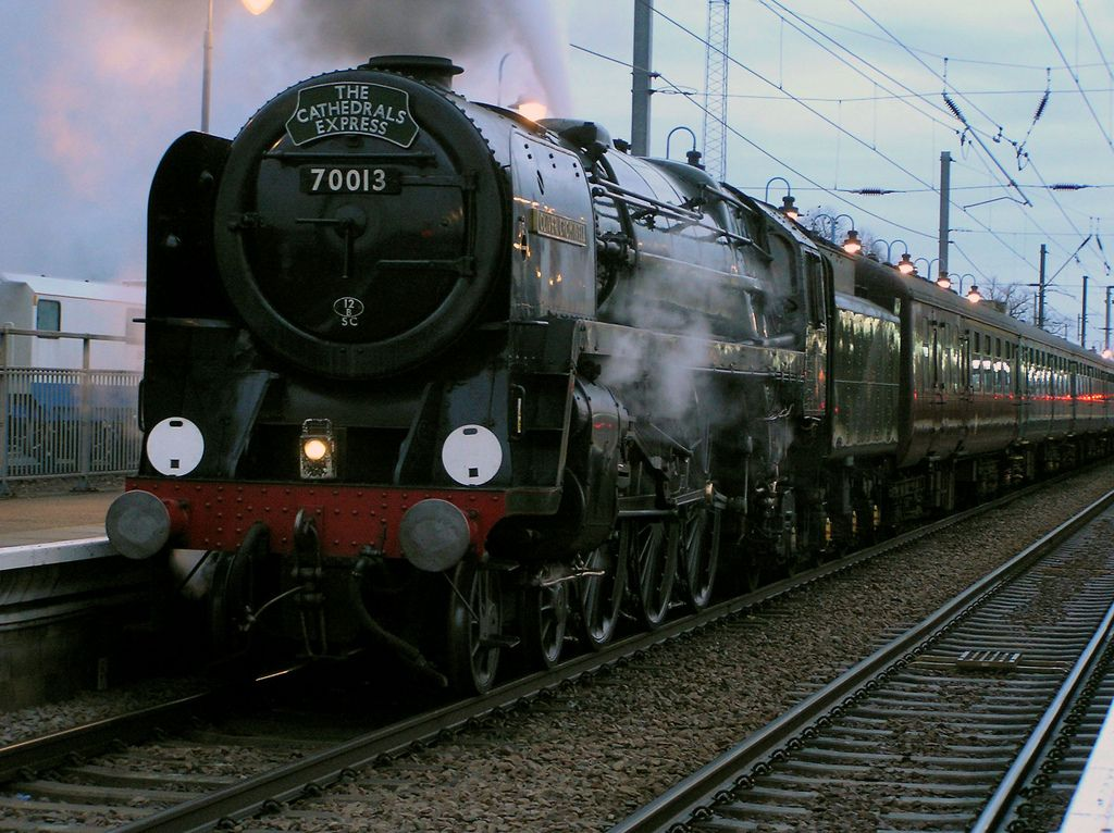 BR Standard Class 7 Steam Locomotive 70013 'Oliver Cromwell