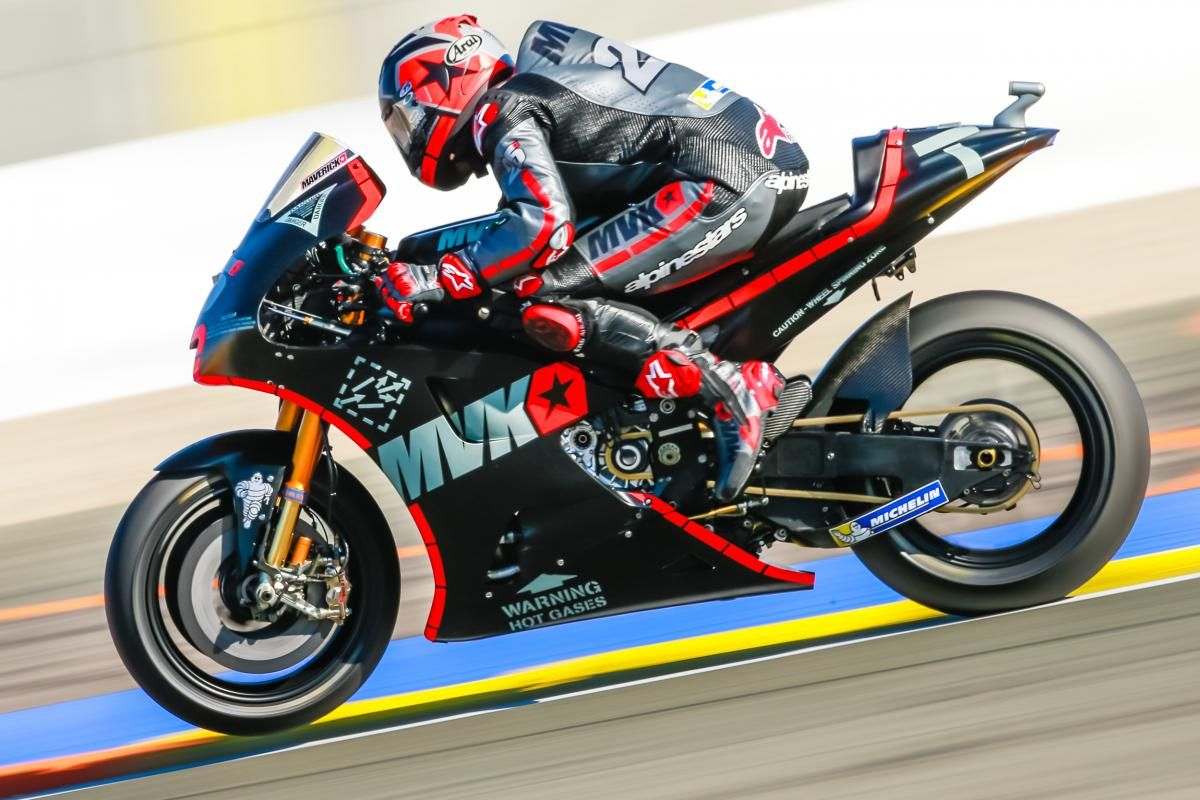 Maverick Viñales tests the new Yamaha. Great livery! MotoGP™ (@MotoGP) | Twitter