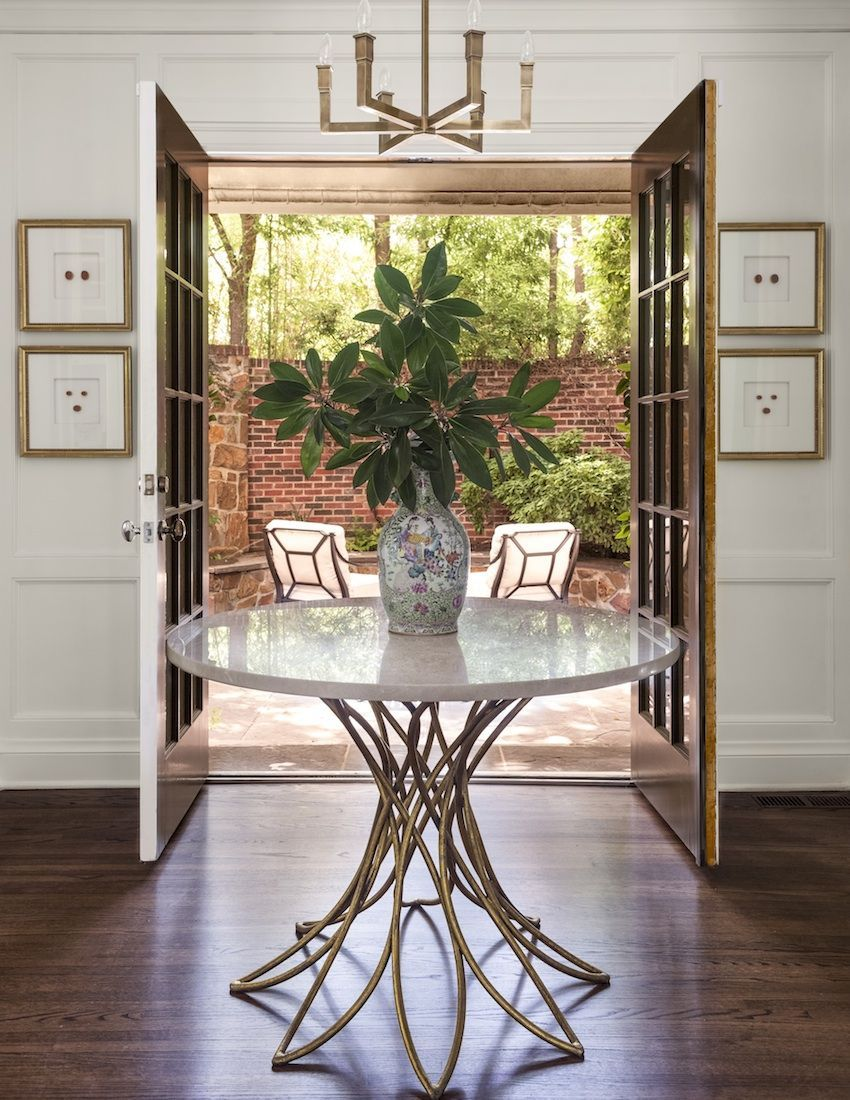 8 Eminent Entryway Table Ideas To Make An Aesthetic Appeal With Images Round Foyer Table Entryway Round Table Entrance Table Decor