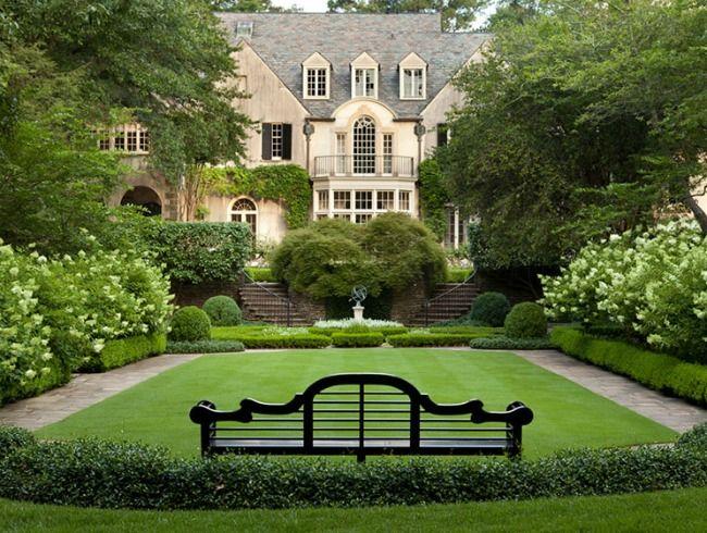Things We Love White Gardens Design Chic Gorgeous Gardens Classic Garden Country Garden Design