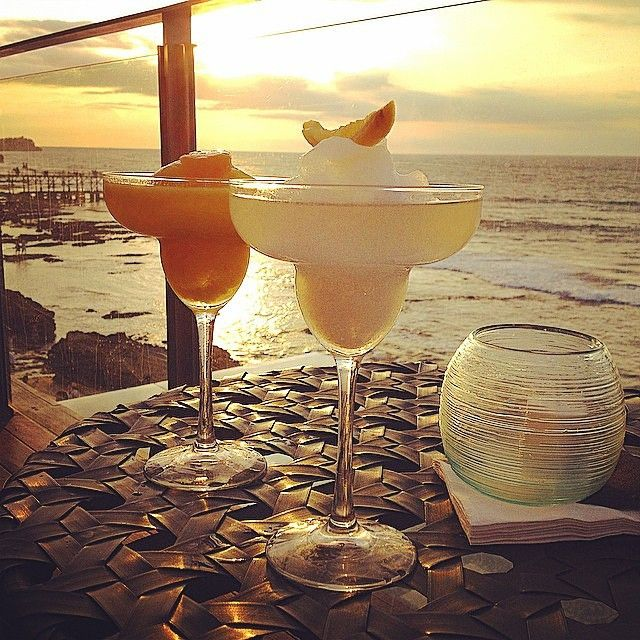 「A good end to a hectic day = cheers ☀ @laura_eguizabal!」