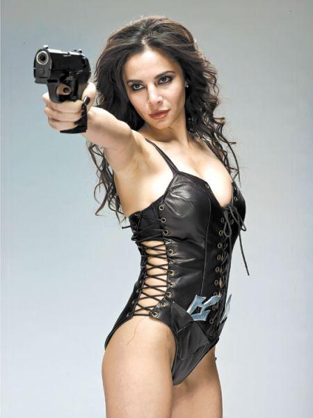 Smokin' Aces 2 | Women with gun | Pinterest | Guns and Girl guns