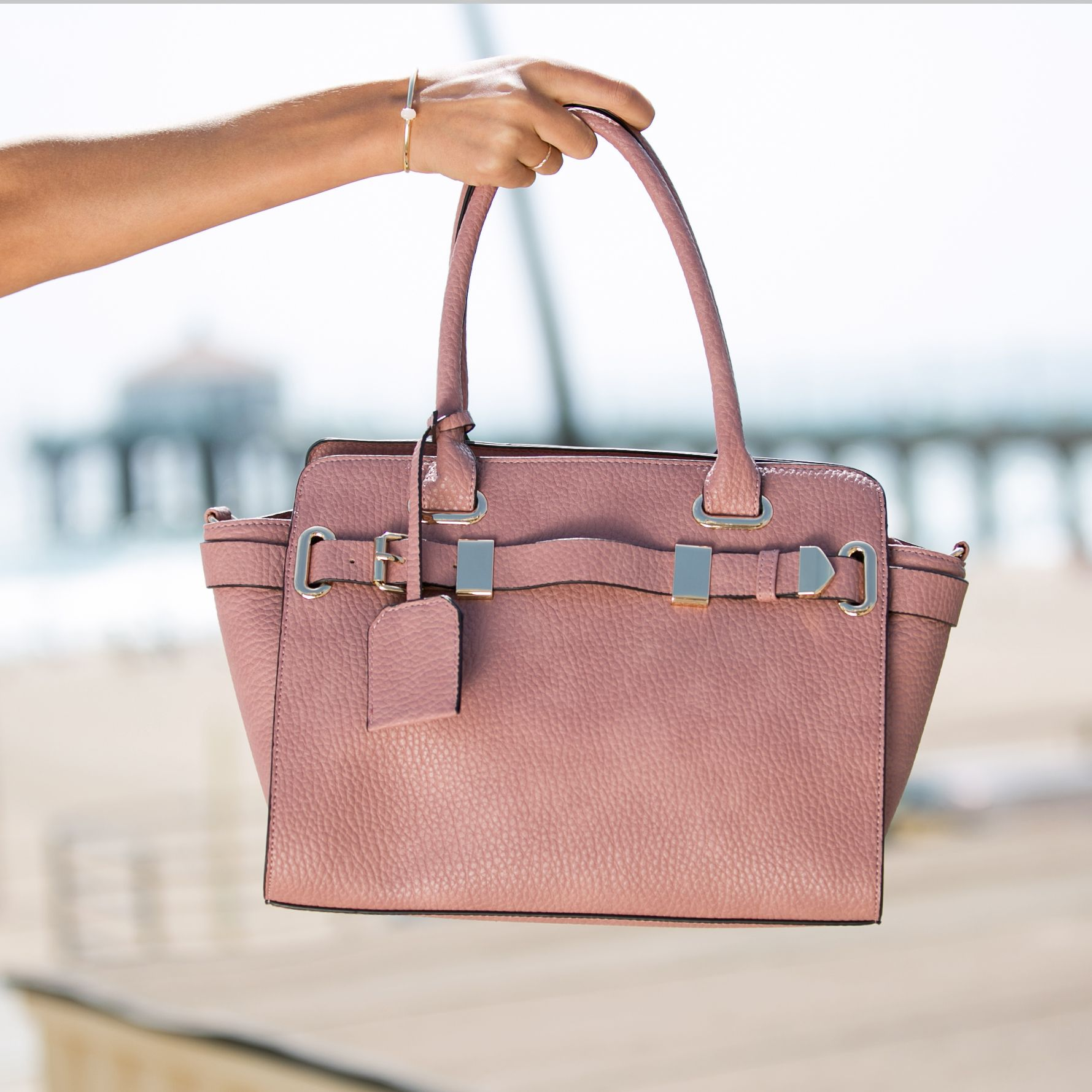 This Pretty Pink Handbag Is Perfect For A Summer Getaway Shoedazzle Purses