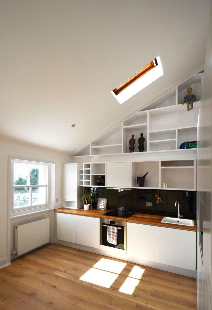kueche dachschraege schwarze kuechenrueckwand holzboden Küche - küche l form