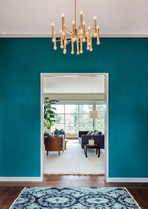 Blaue Wand Mit Türrahmen Weiß-wohnzimmer Farbgestaltung In Blau ... Farbgestaltung Wohnzimmer Blau