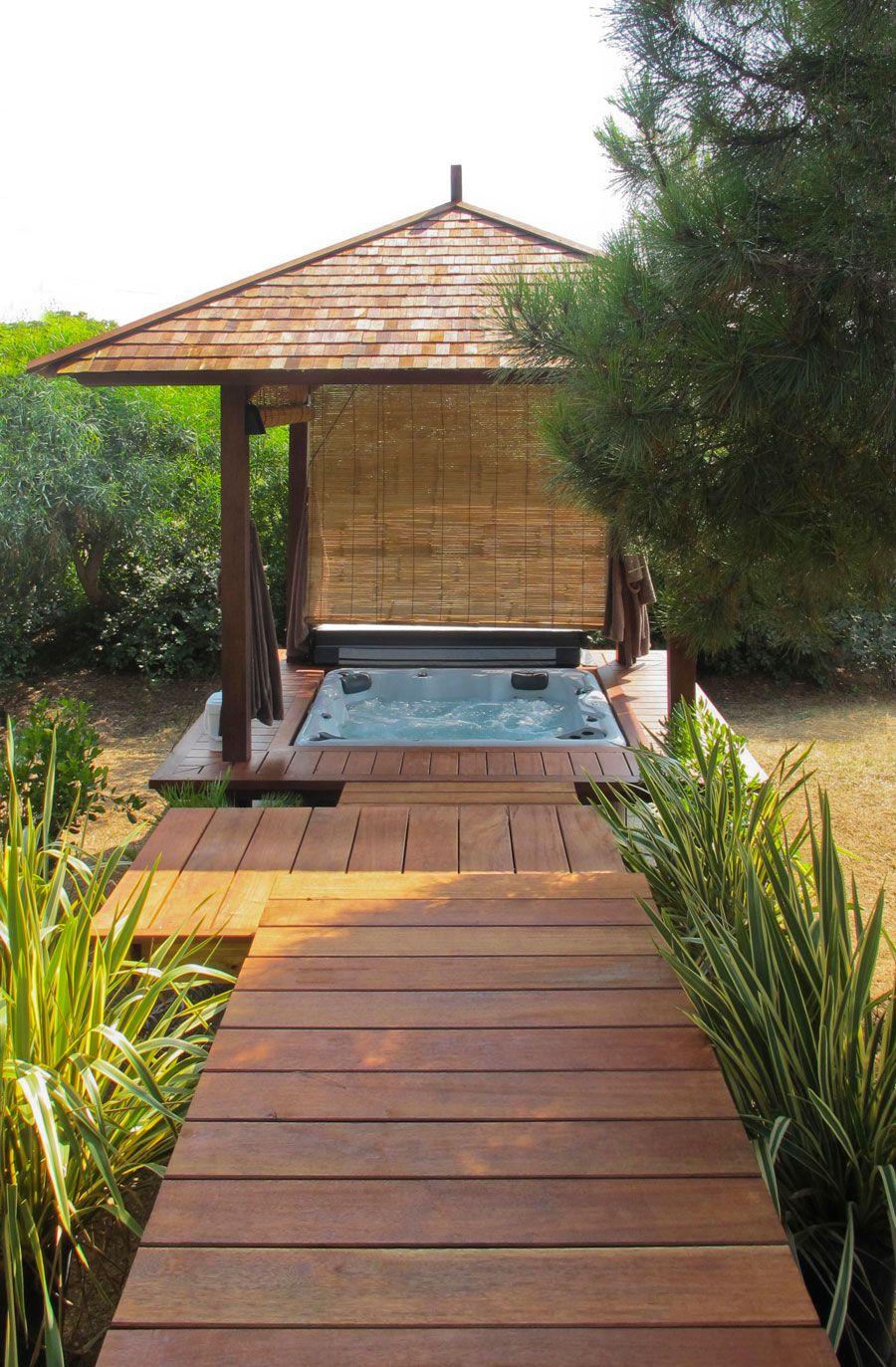 Jacuzzi int gr dans un gazebo en kit gardening jacuzzi outdoor hot tub gazebo et jacuzzi - Piscine spa integre ...