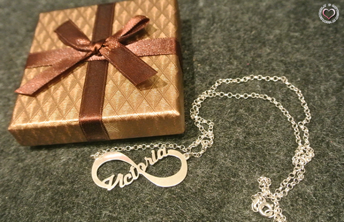 Infinity necklace with your name - personalized by namenecklace.co.uk / namesforever.de / names4ever.nl