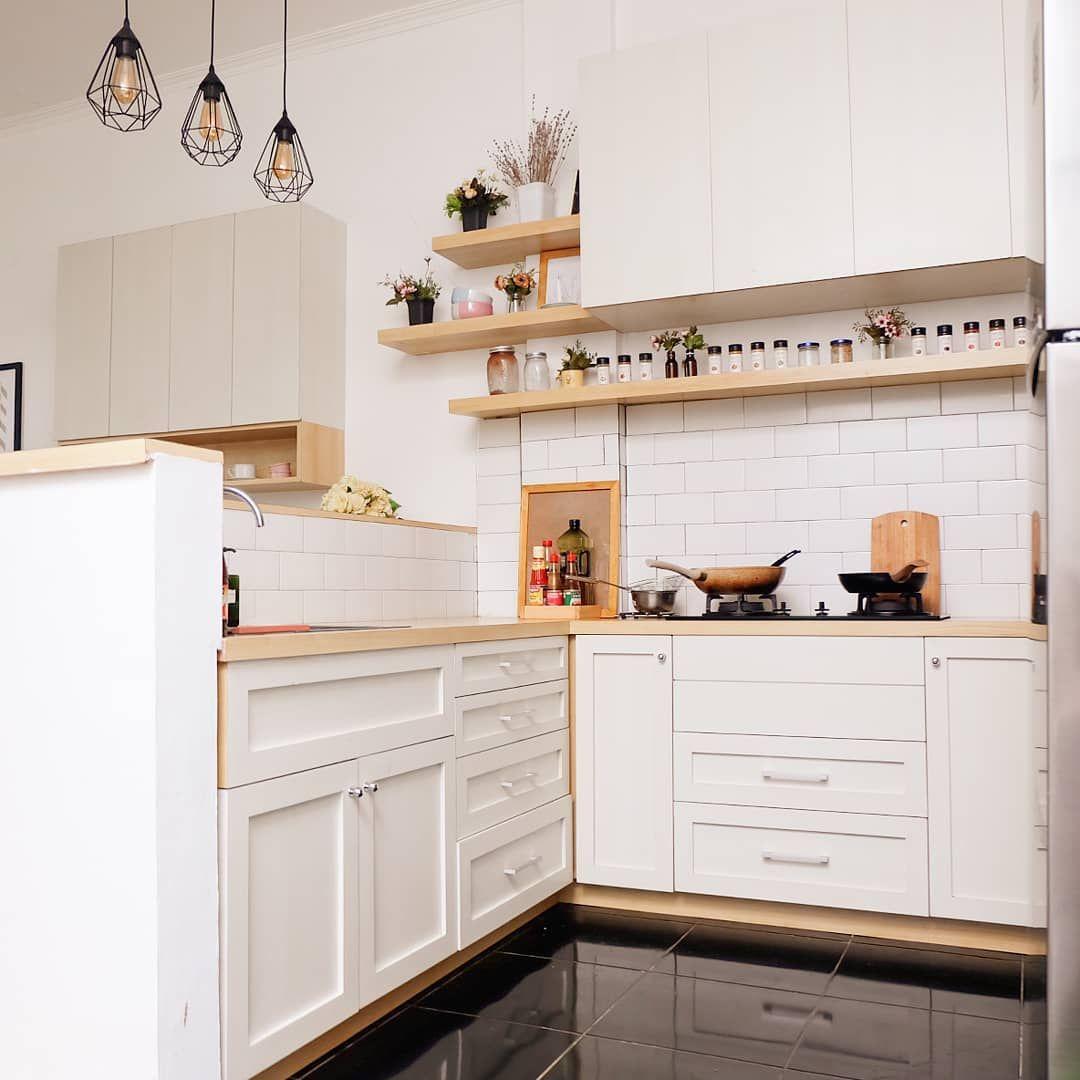Desain Interior Dapur Minimalis Bergaya Scandinavian Dominan Putih Dengan Storage Kamuflase Inspirasi Desain Rumah Te Di 2020 Interior Dapur Desain Interior Interior