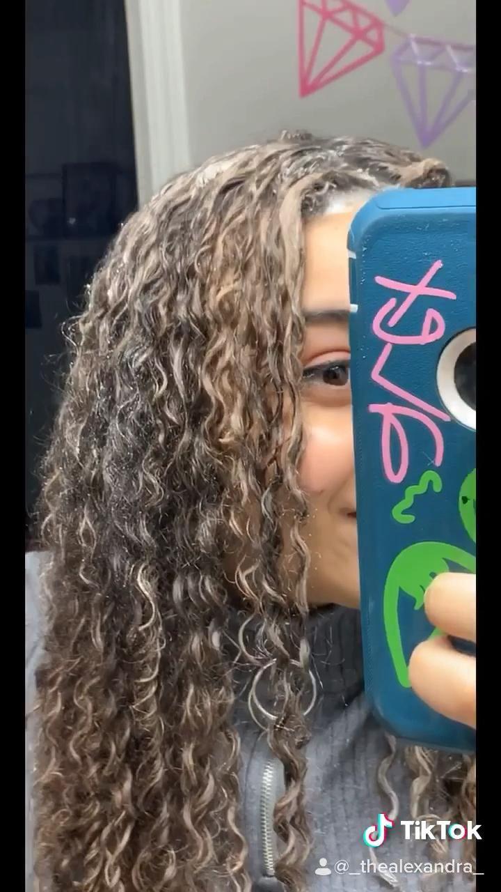 Lightening My Hair With Baking Soda Video In 2020 Baking Soda For Hair Hair Lightener Diy Baking Soda Hair Lightener