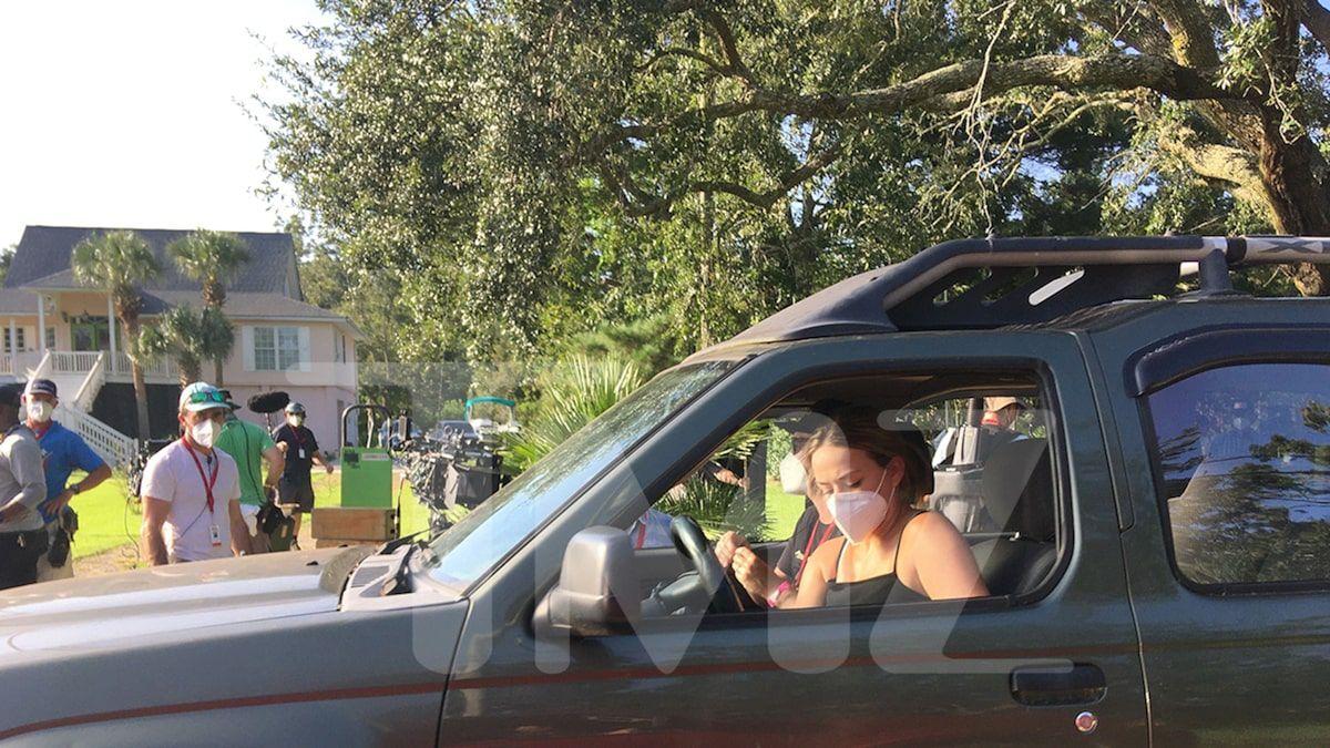 Netflix S Outer Banks Starts Filming Season 2 Cast Wearing Masks Outer Banks It Cast Netflix