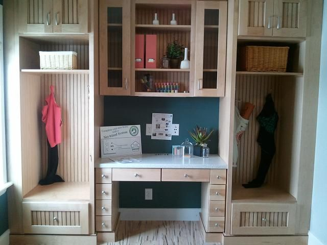 15 Handy Kitchen Pantry Designs With A Lot Of Storage Room: Mud Room With Built-in Desk Area And Lots Of Storage