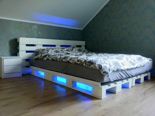 Diy Pallet Bed Led Lights Pallet Furniture Bedroom Diy Pallet Bed Wood Pallet Beds