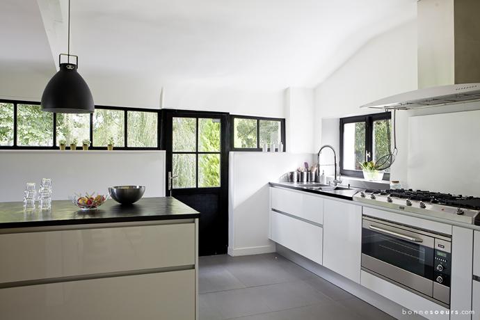 bonnesoeurs decoration green house 22 cuisine blanc noir inox ...