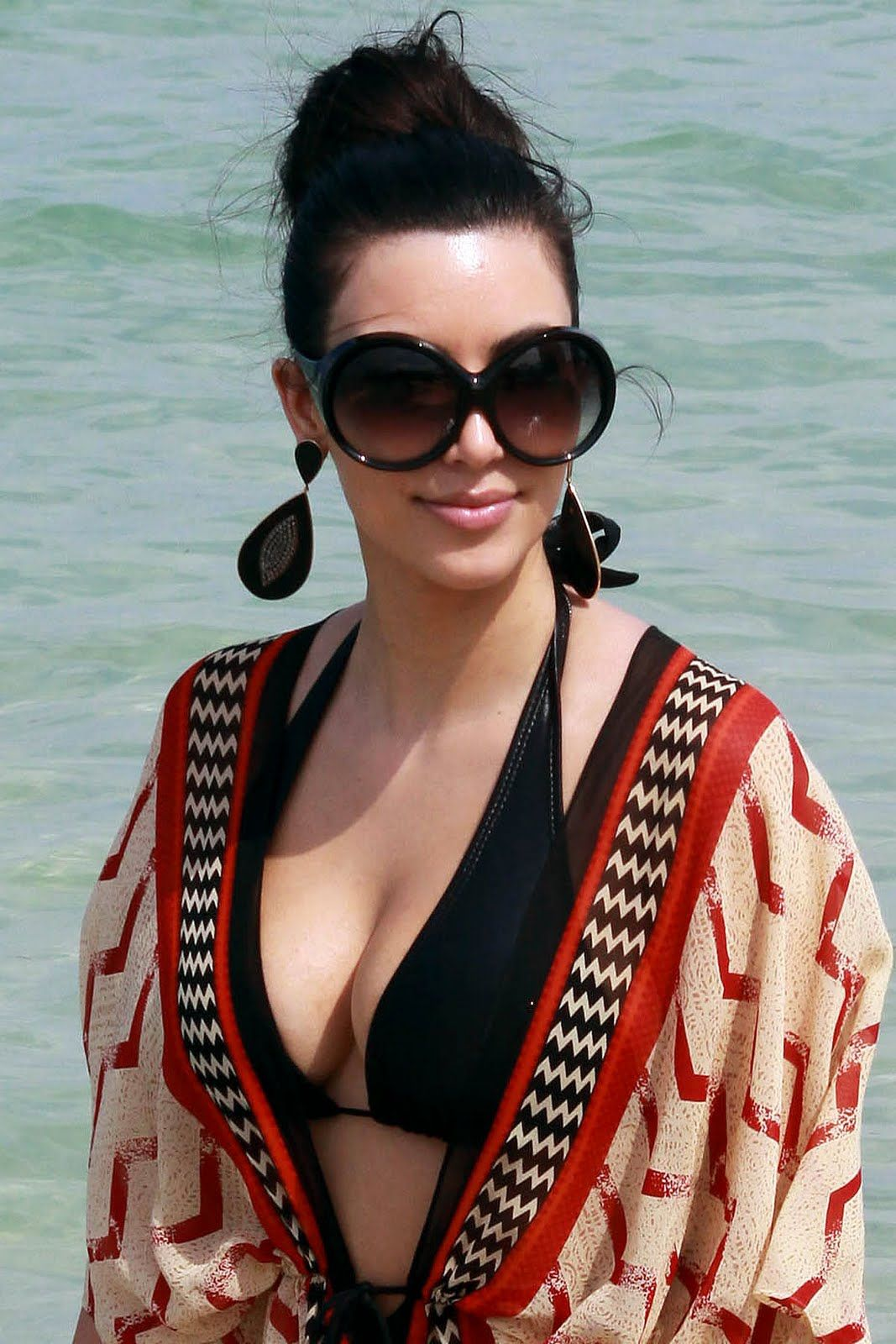 Kim Kardashian:  I eat oats, eggs, turkey or fruit to start the day.Check out more at:http://www.womenfitness.net/celebrities_mantra.htm