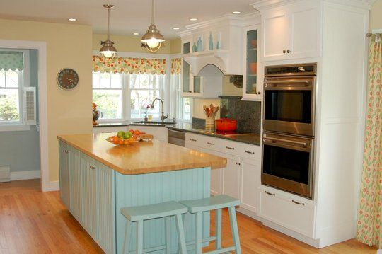 I Love The Island In The Kitchen Not To Mention The Kitchen All Together Yellow Kitchen Decor Blue Yellow Kitchens Yellow Kitchen