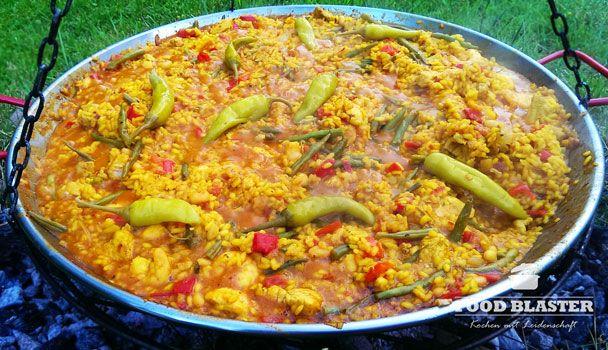 #Paella mit #Fisch und #Fleisch - auf einem Schwenkgrill #spanien