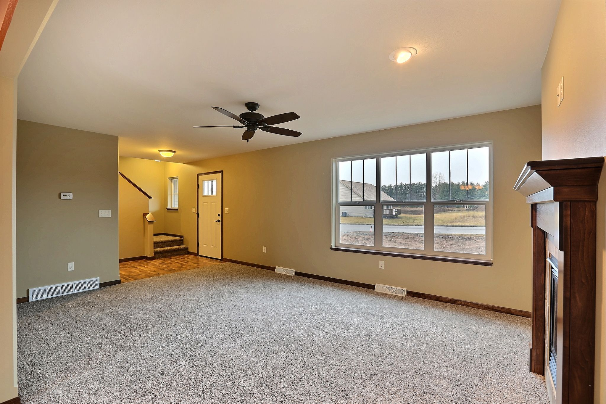 fc7 mocha plan: living room- carpet:live big #500 wall color
