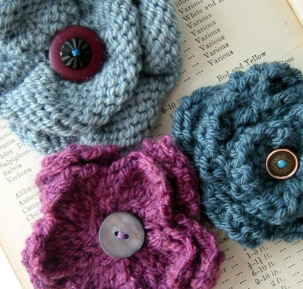 Knitted flower appliques | Knit flowers, Flower corsage and Flower ...