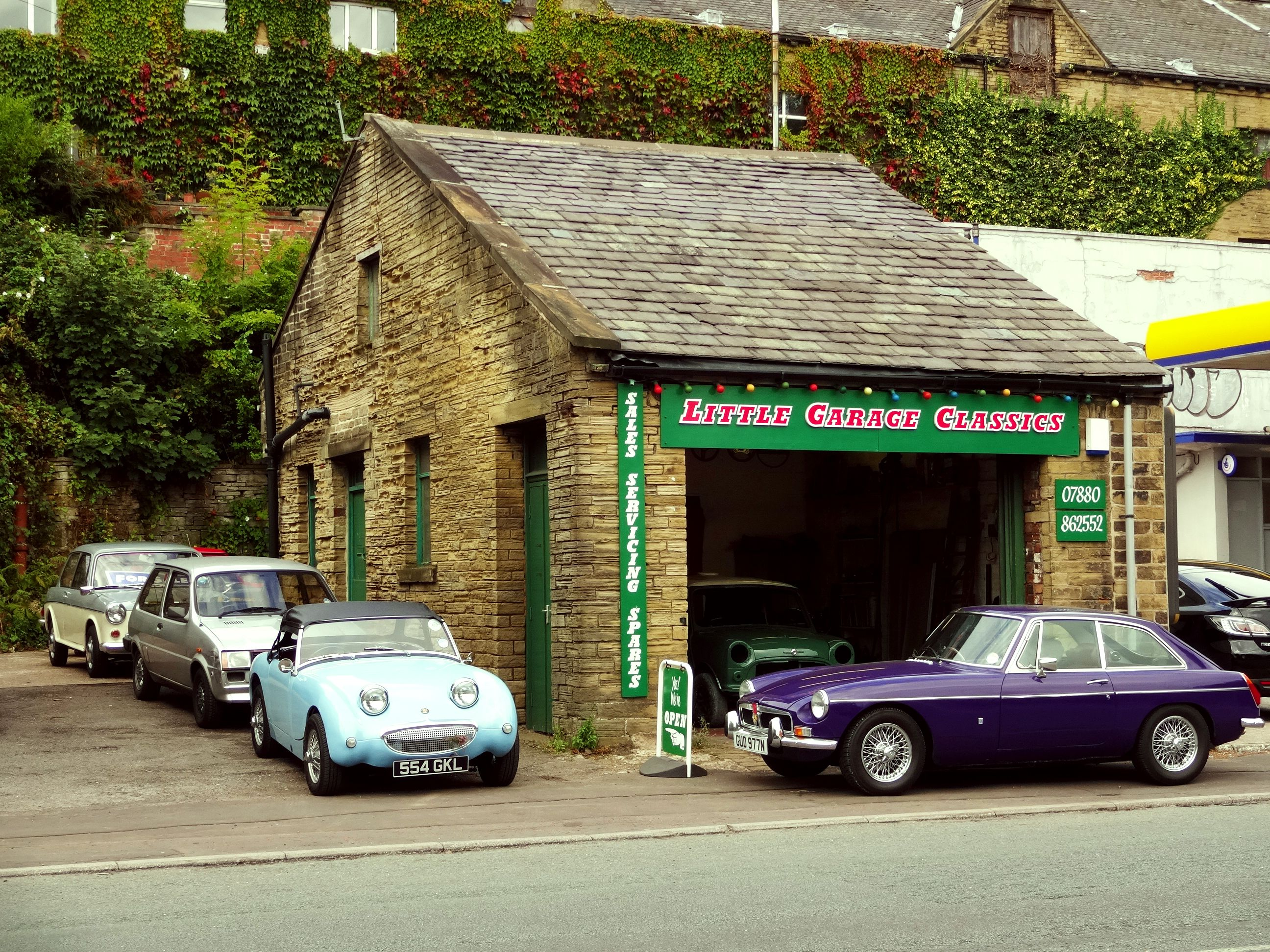 Our Classic Car Garage Mini Van Mgb Gt Austin Healey Frogeye