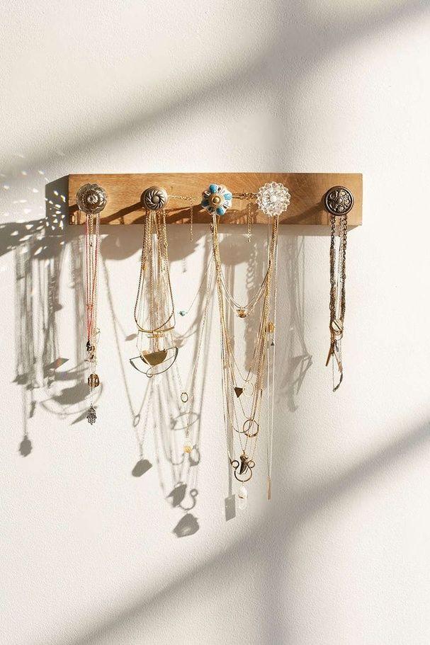 les plus belles fa ons de ranger des bijoux pat re. Black Bedroom Furniture Sets. Home Design Ideas