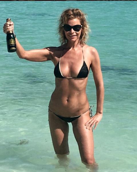 Flat Chested Frauen nackt Blog