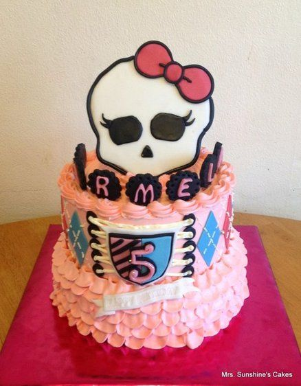 Monster High Cake - by MrsSunshinesCakes @ CakesDecor.com - cake decorating website