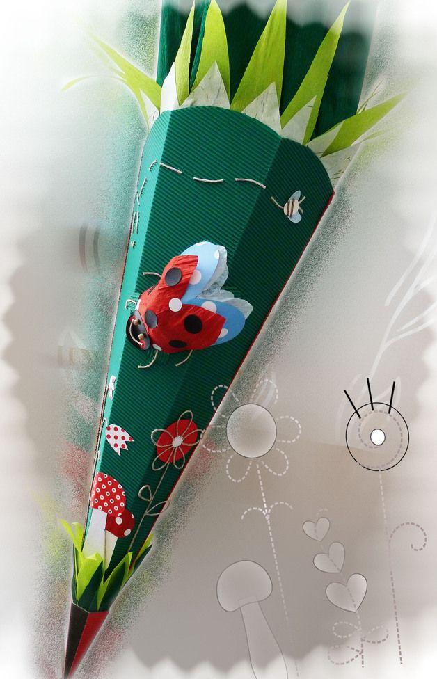 e913277bc1 FÜR SÜSSE KÄFER- eine Schultüte wie eine blühende Wiese mit einem  Marienkäfer in 3D und