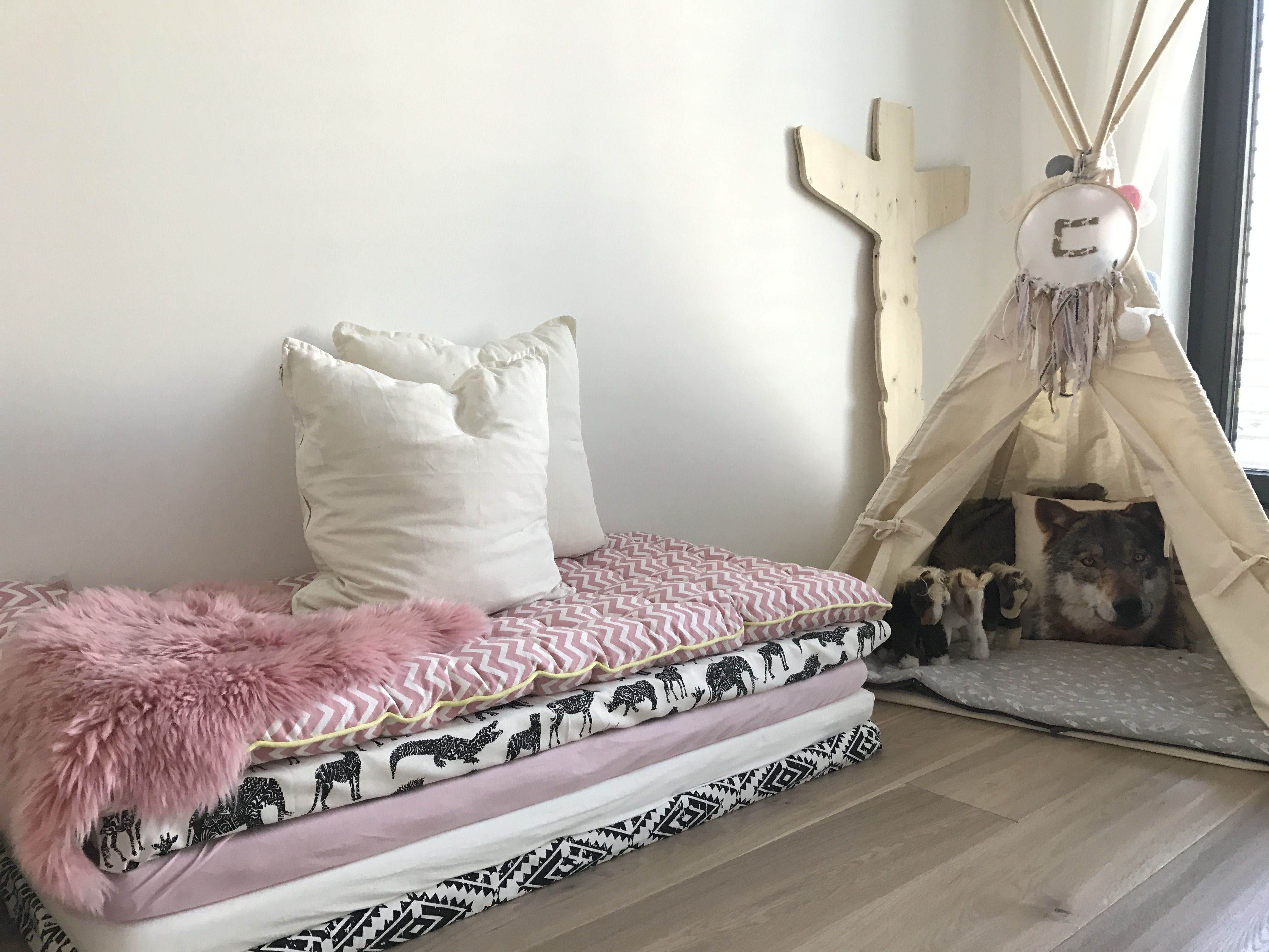 matratzenlager tipi kinderzimmer babygirl baby ikea matratze vertbaudet matratzenlager. Black Bedroom Furniture Sets. Home Design Ideas