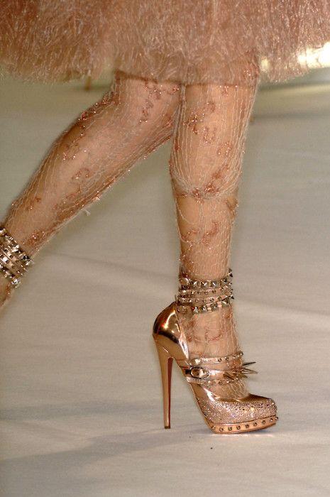 Gold heels + every single perfect embellishment #Rodarte #TopshopPromQueen