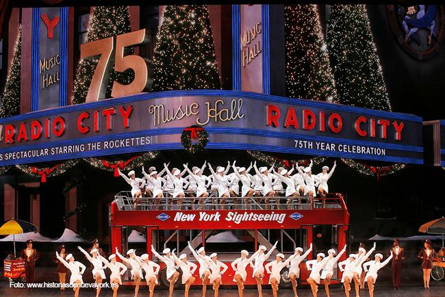 En noviembre el otoño ya se puede apreciar en todo su esplendor, en las calles se siente un poco más el frío anunciando que dentro de poco llegará le temporada navideña, así que se puede decir que noviembre en Nueva York es un mes de transición, en el que se celebran grandes y excelentes eventos como el desfile de Macy's o el Black Friday.