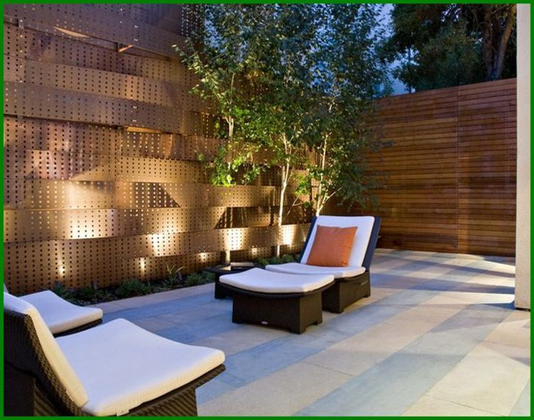 Patio privacy screens designs apartment patio privacy for Apartment yard design