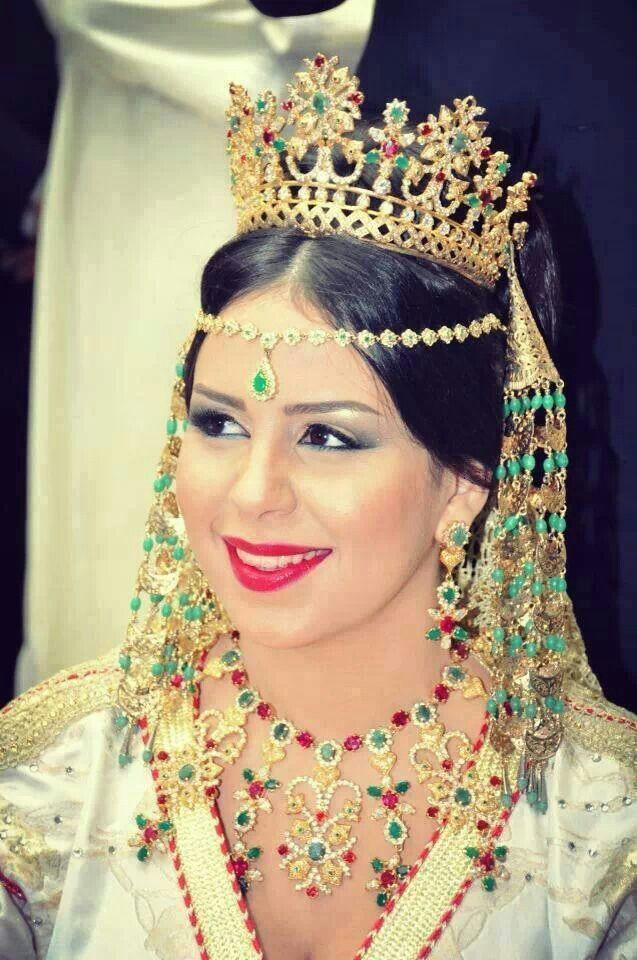 Epingle Par Caftan Made By Khadija Sur W Moroccan Wedding Mariee Marocaine Mariage Marocain Bijoux Marocains