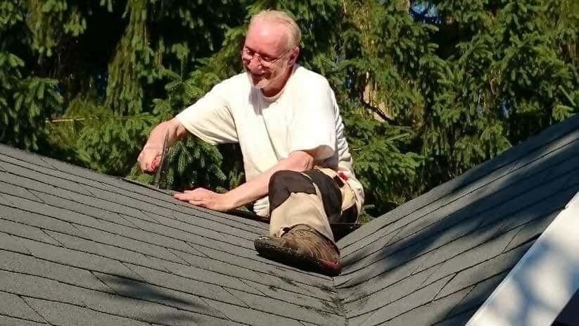 Wir Zeigen Schritt Fur Schritt Wie Sie Das Gartenhausdach Decken Konnen Mit Dachpappe Und Epdm Dachfolie Plus Tipps Zum Dac In 2021 Gartenhaus Dach Gartenhaus Dach