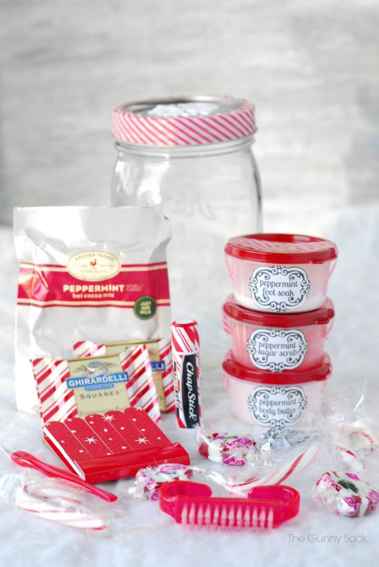 Gifts in a jar are perfect for giving homemade christmas gifts this gifts in a jar are perfect for giving homemade christmas gifts this peppermint pampering jar solutioingenieria Gallery