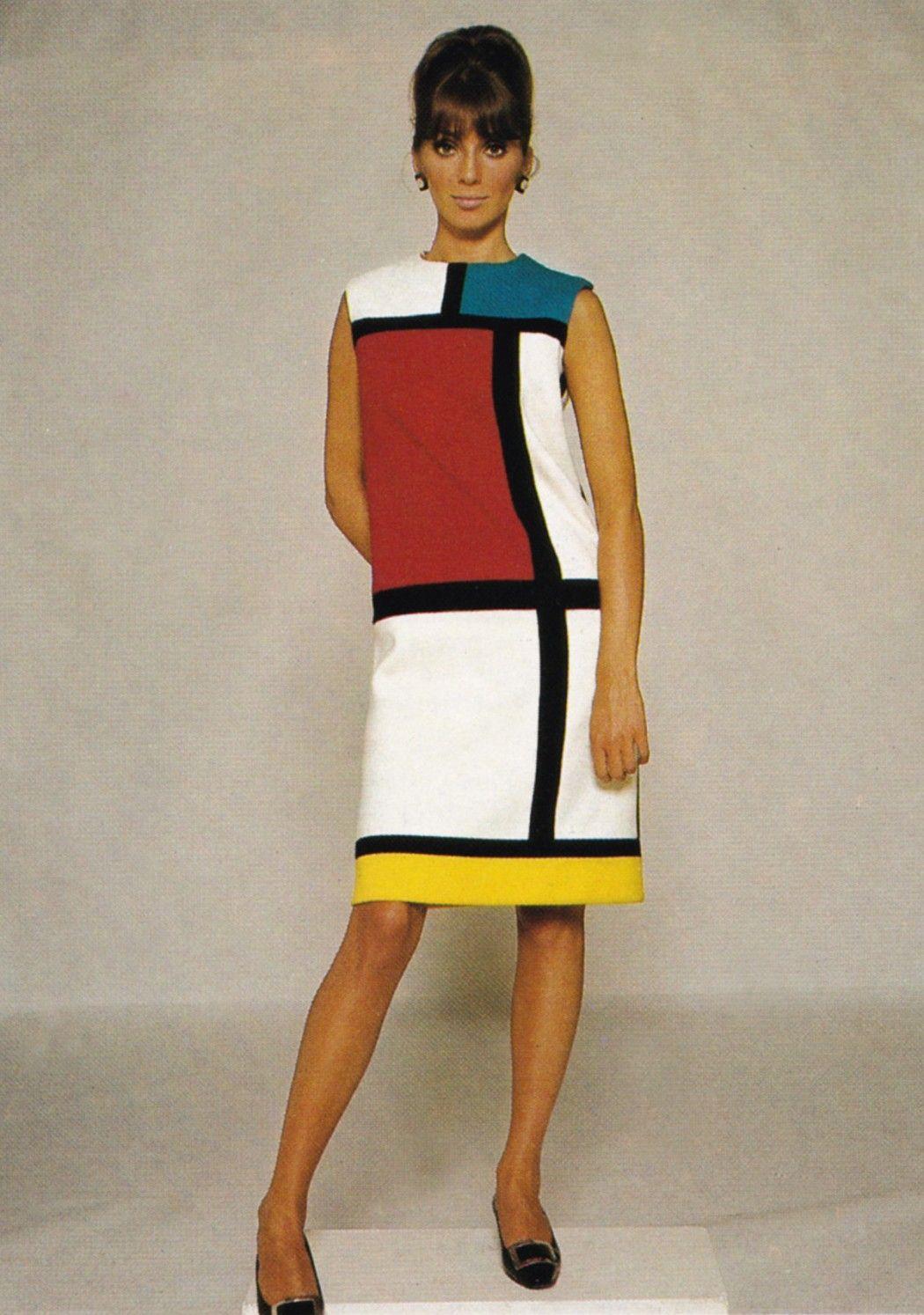 Yves Saint Laurent va a desarrollar en estos años la colección ...
