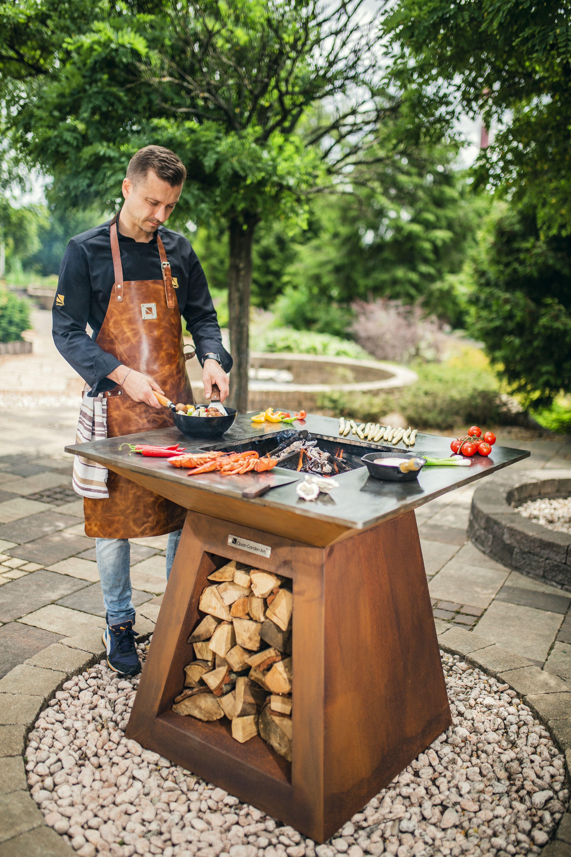 Outdoor Kitchen Quan Garden Art Quadro Basic Line Medium 80x80cm H90cm Corten Roestkleur 屋外暖炉 テラスのデザイン ガーデンキッチン