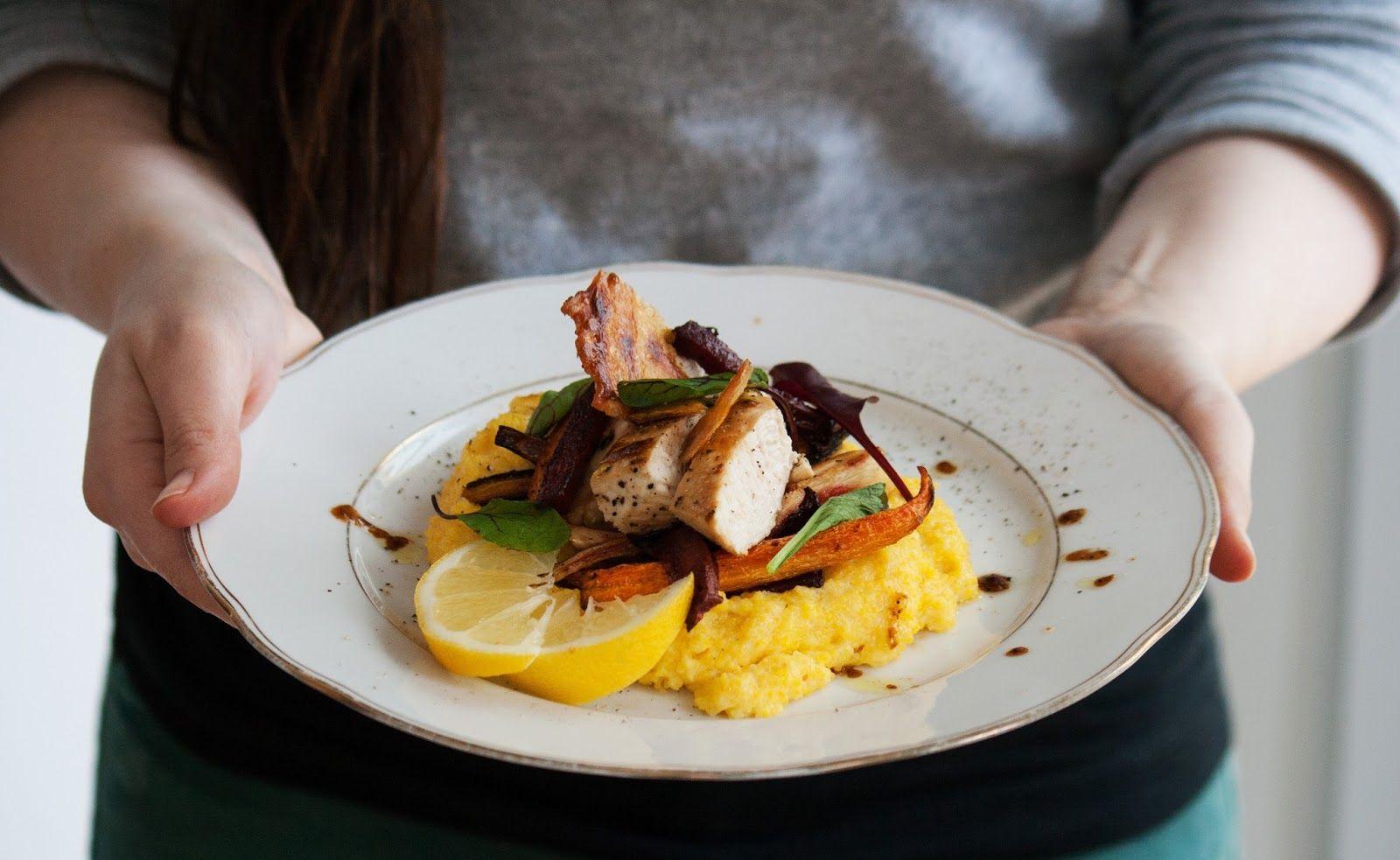 52 Plates of Delight: Weihnachtliche Vorstellungen und ein Huhn auf Polenta und Wurzelgemüse