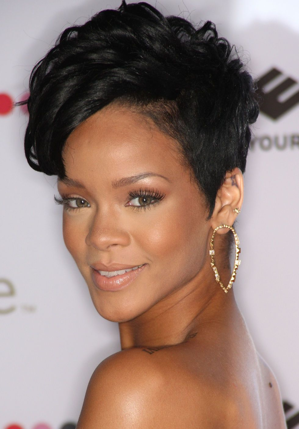 Rihanna Hairstyles Fair A Complete Guide To All Of Rihanna's Hairstyles  Hair  Pinterest