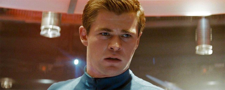 """Nachdem es am Wochenende schon die Runde machte, dass in der Fortsetzung zum demnächst startenden """"Star Trek Beyond"""" Chris Hemsworth zurückkehren soll, bestätigte dies Paramount nun mit der Filmankündigung offiziell."""